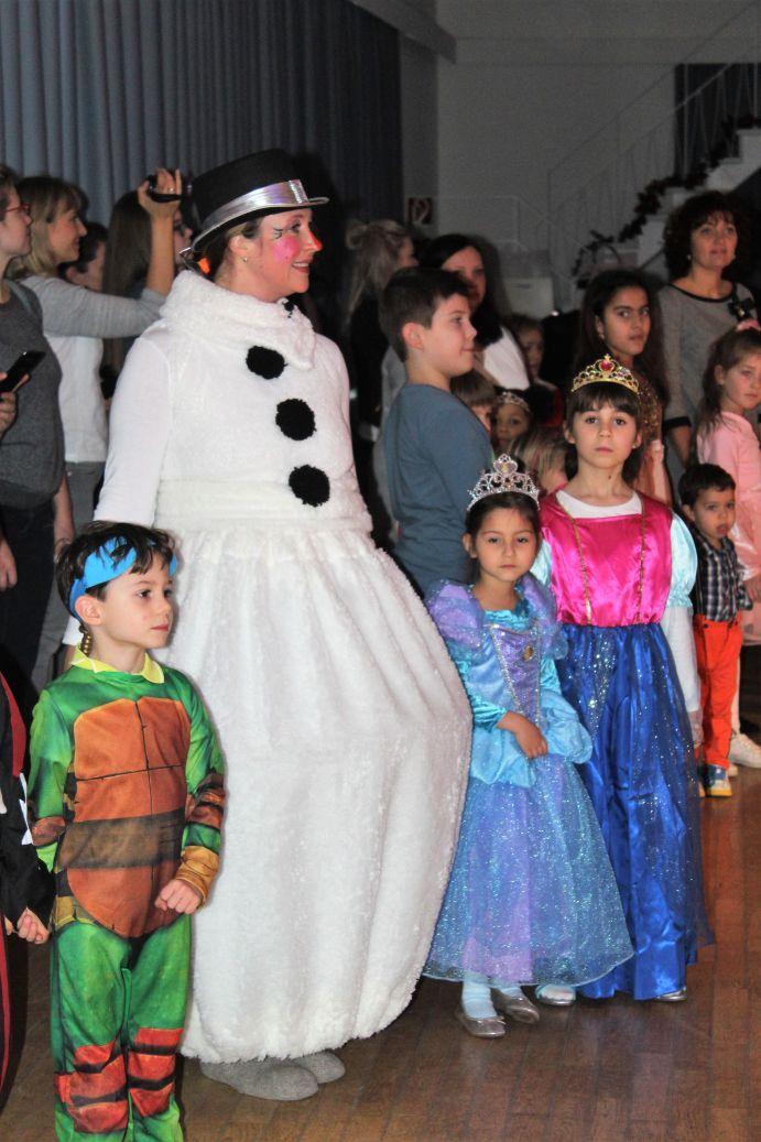 IMG_9535 Schneemann mit Kindern